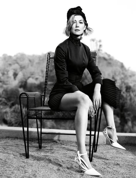女星罗莎曼德 派克登 w 杂志封面高清图片